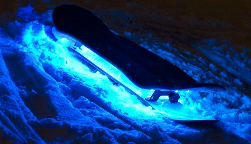 Das LED erleuchtete Snowskate